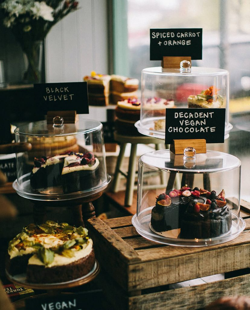 expositor de pastelería vegana